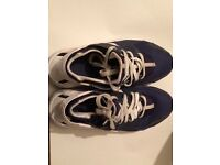 NIKE Huaraches blue and white size UK suze 5.5