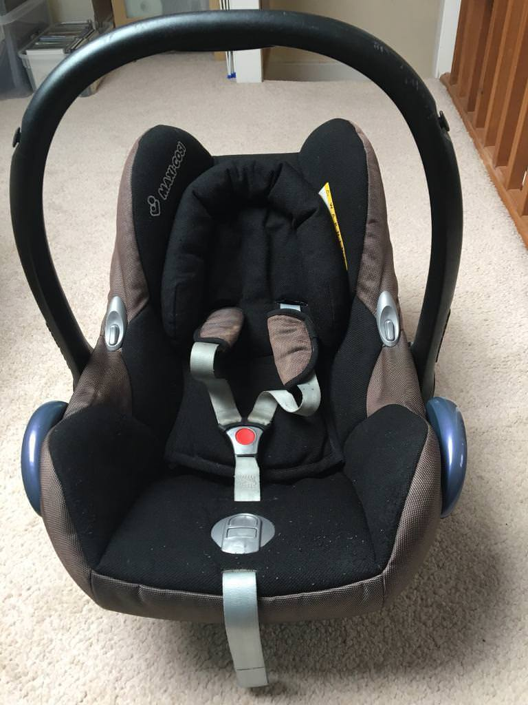 Maxi Cosi Cabriofix Baby Car Seat with weathershield   in Sandwell