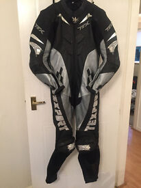 Motorbike 1 Piece Leather Suit – Men's Racing Leathers Size 52 - With Hump