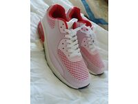 NEW mens trainers - size 9.5