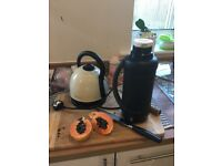 Kettle and thermos bottle