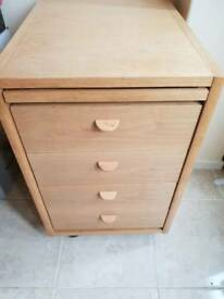 Chest of drawers on wheels