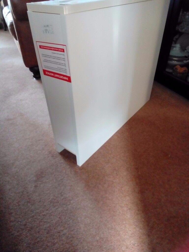 Wren Infinity base unit,870x150x570. Cream edged,one door,one shelf