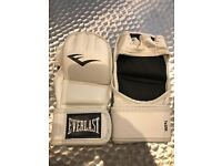 Women's kickboxing gloves