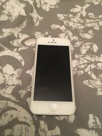 White iPhone 5 32gb unlocked, few scratches but fab condition
