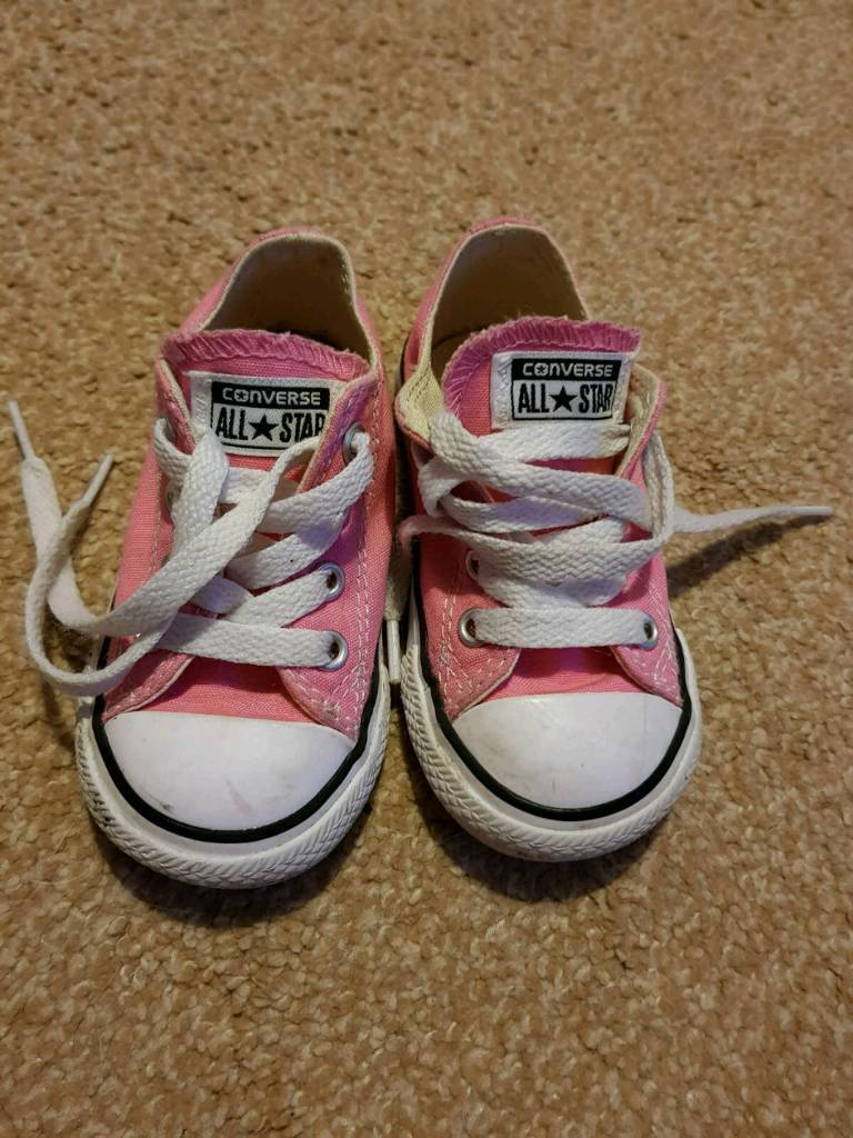 f78009314f66 Girls pink converse shoes trainers. Size 5.