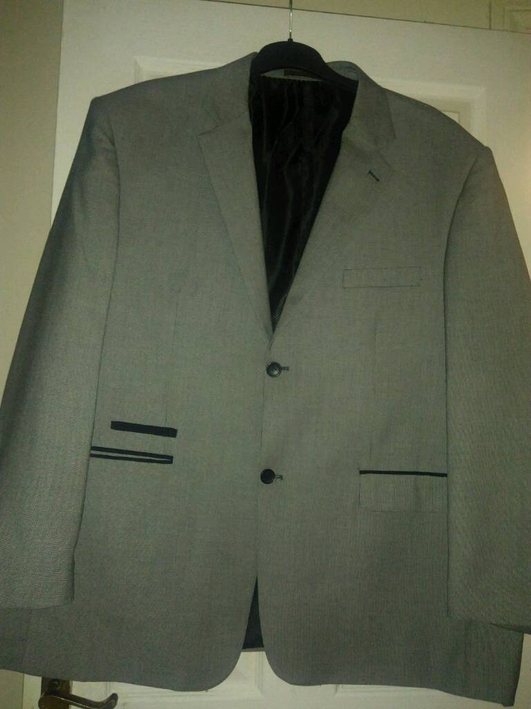 grey suit worn oncein Blackpool, LancashireGumtree - mans grey suitworn once size 58in jacket,46in waist trousers 27 inch long