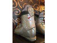 Ladies HEAD ski boots size 26.5
