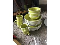 Plates and mugs set