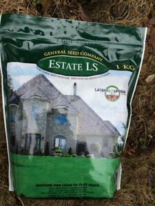 Much clay in the soil, so your grass struggles? Sow Estate LS grass seed mixture. The lawn will be dark green. Unique.