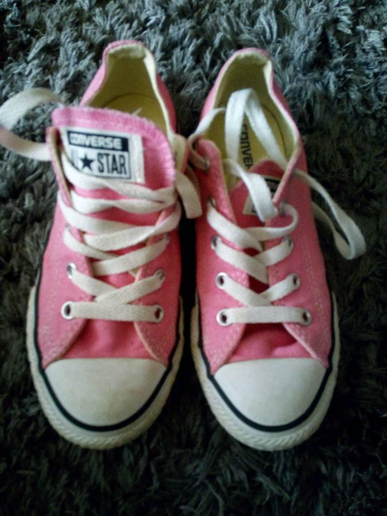 193298174ad4 Girls pink Converse size 13