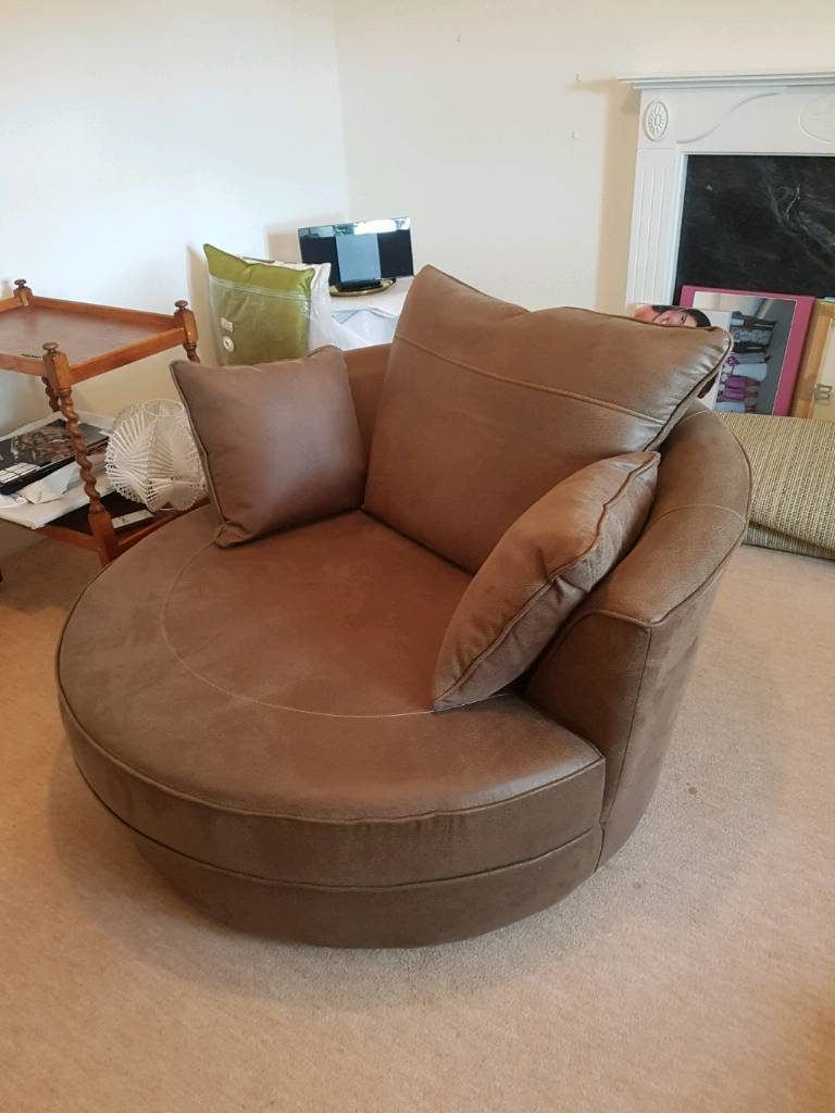 Large Leather Chair (Excellent condition)