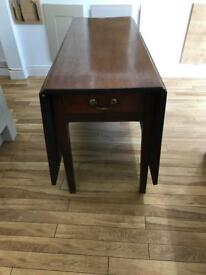 Early Victorian Georgian style drop leaf dining table in Mahogany