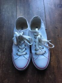 NEW white Converse pumps size 5.5