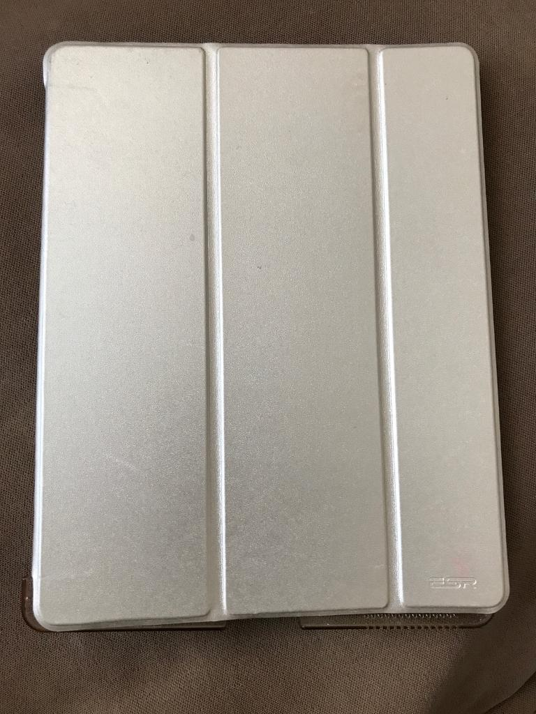 iPad case (iPad 2,3,4in Newcastle under Lyme, StaffordshireGumtree - iPad case Gold colour will fit regular iPad 2,3,4 used but in excellent condition