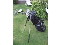 SET OF GOLF CLUBS WILSON IN BAG WITH STAND