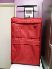 I.T lightweight suitcase