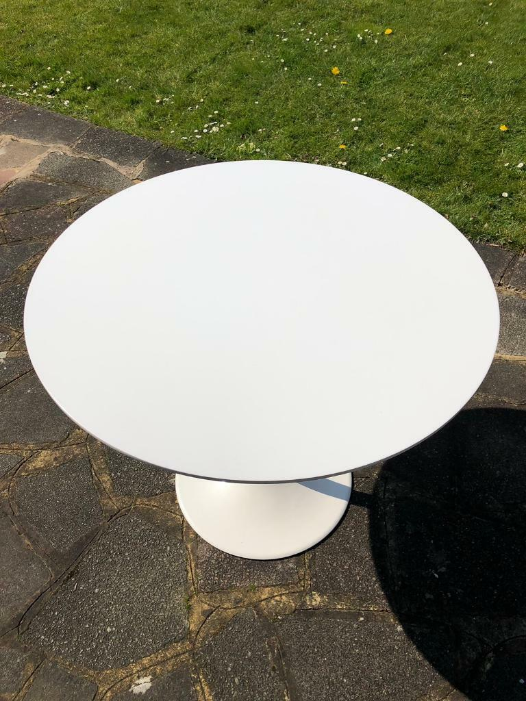 White Eero Saarinen Style Tulip Dining Table 90cm Diameter In Kingston London Gumtree