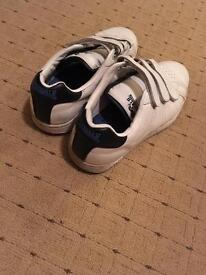Size 5 white unisex trainers