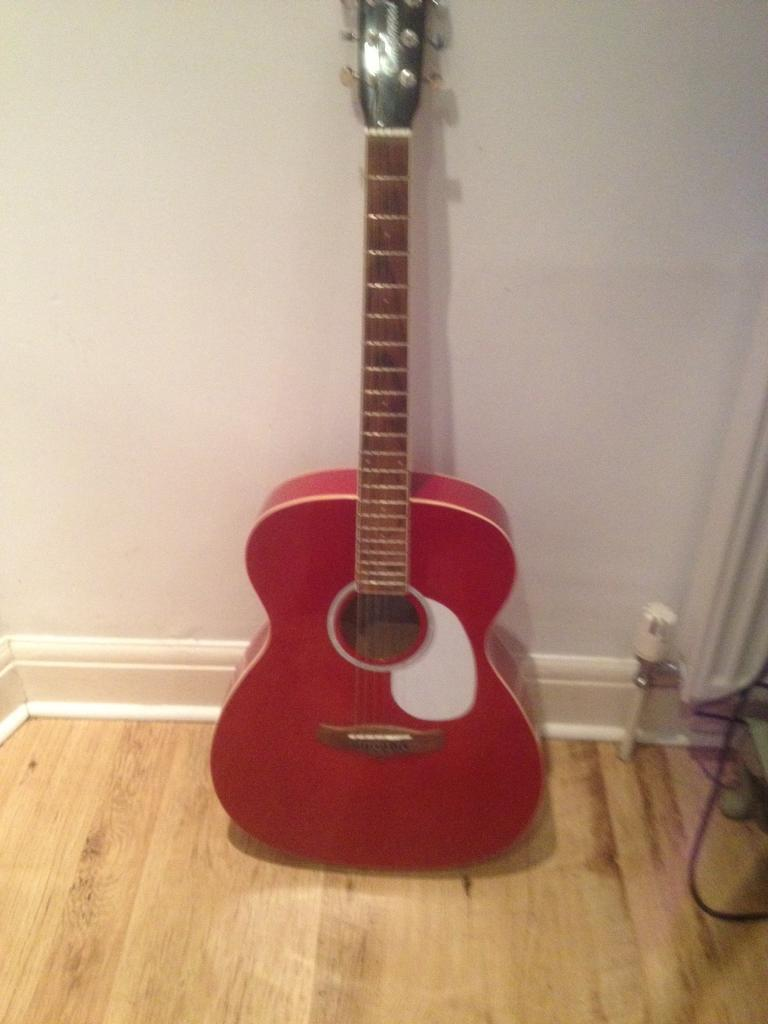 Tanglewood guitar excellent condition