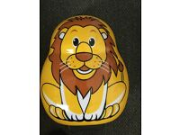 SKYFLITE LONDON SUITCASE FOR YOUNG PERSON , LION ON BOARD TROLLEY CASE