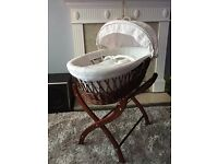 Iziwotnot Moses basket and stand