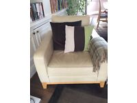 Beautiful leather multi-york leather settee and 2 armchairs. Excellent condtion