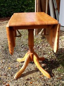 Quality pine dropleaf table and 4 chairs