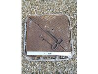HEAVY DUTY CAST IRON SQUARE METAL DRAIN WITH LIFTING TOOLS