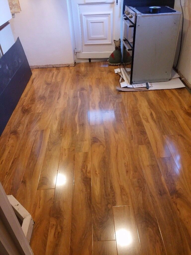 used b q dolce walnut gloss laminate flooring in. Black Bedroom Furniture Sets. Home Design Ideas
