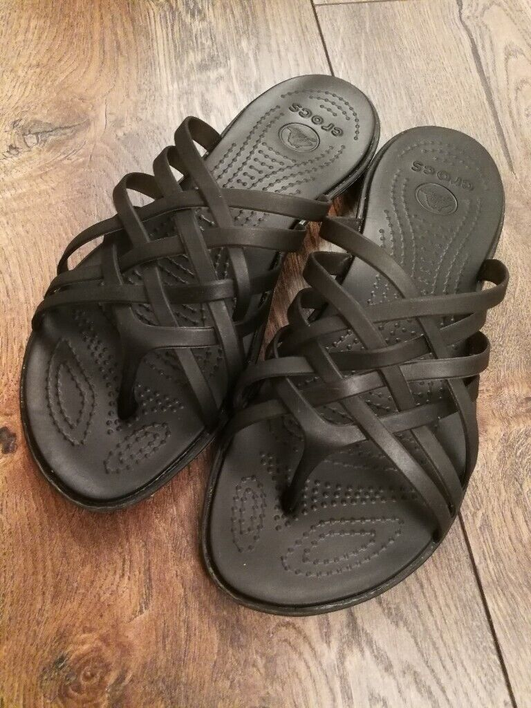 a0f24c027 Crocs Huarache ladies flat flip flip sandals beach summer UK 4 W6 black   will post