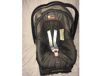 Mamas and Papas Primo Viaggio infant car seat and base. Suitable up to 13kg.