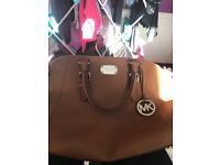 Brand new never used genuine Micheal kors handbag bargain £165 Ono selling as split with partner