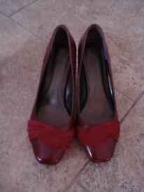 Ladies burgundy shoes in real leather unworn