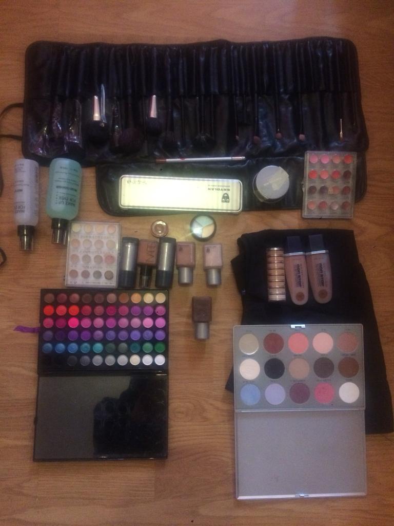 Mix make up products Brands: Kryolan, Make up Forever, Guru, Maybellin. Apron + Penc