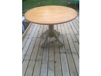 Lovely farmhouse table and 4 chairs can deliver locally