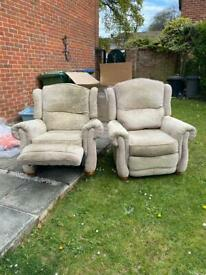 2 reclining armchairs/sofas