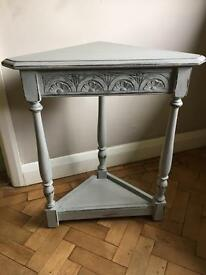 Lovely corner table