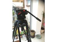 MANFROTTO CAMERA TRIPOD 520 MBV LEGS, 510 FLUID HEAD, SPREADER, CARRY CASE. EXCELLENT CONDIITION