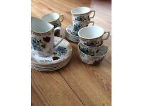 Pretty tea cups and saucer set