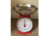 RED MECHANICAL KITCHEN WEIGHING SCALES
