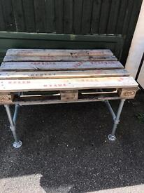 Pallet and scaffold pole table