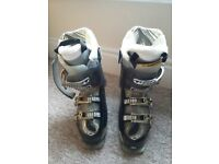 Salomon Ladies Ski Boots size 5 (24.5) Excellent Condition