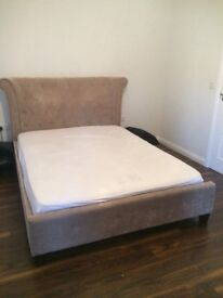 Upholstered kingsize bedframe