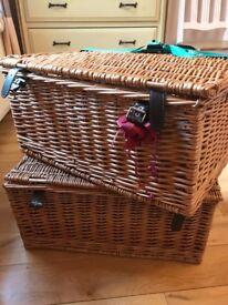 Hamper/ pinic baskets