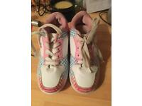 Heely trainer in pink and white size 4