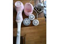 Clarisonic Mia 2 face wash machine and accessories