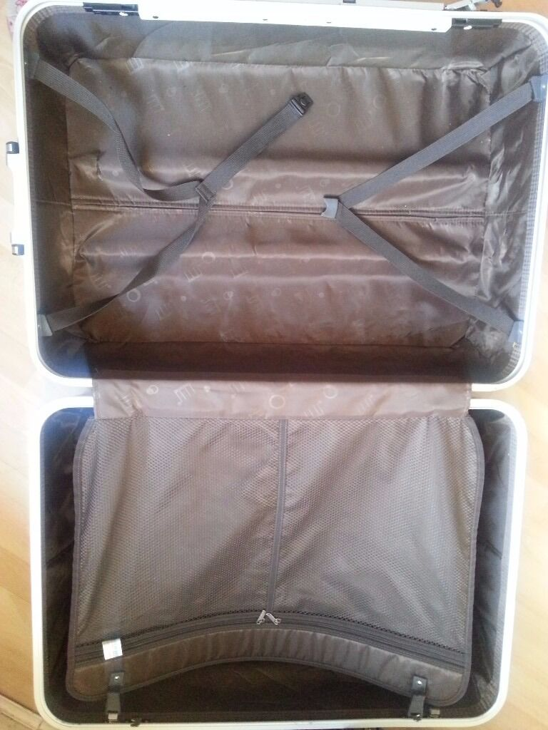 Sale- Sliver/Blue Spinner Luggage   Balck&White bags  Blue big ...