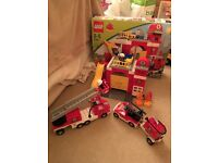 DUPLO FIRE STATION 6168 IN BOX PLUS EXTRA FIRE ENGINE
