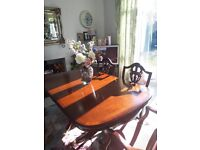 Extendable dining table & 6 chairs, perfect condition